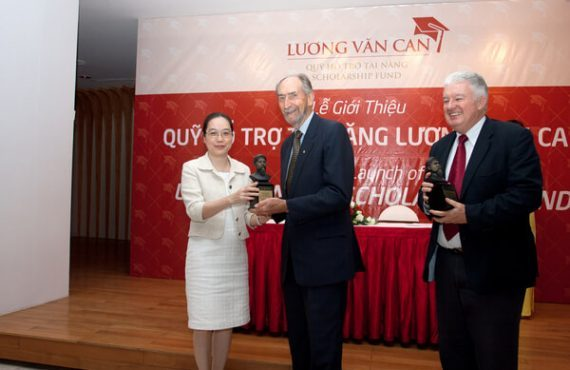 Luong Van Can Fund giving award